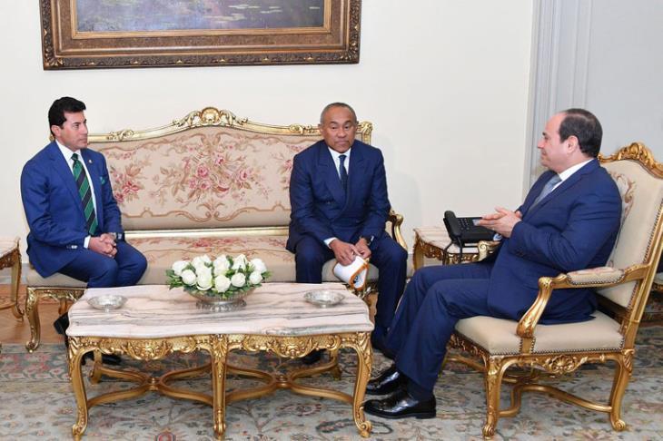 الرئيس السيسي و رئيس الكاف و وزير الرياضة