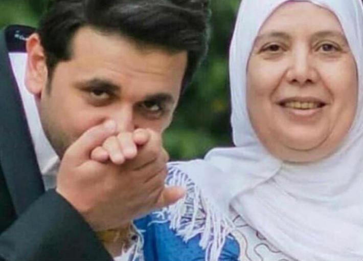 مصطفى خاطر ووالدته