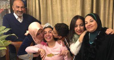 ميرهان مع عائلتها