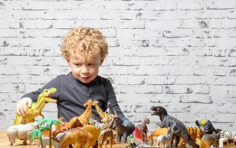 اهتمام الطفل بعالم الديناصورات