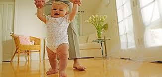 أضرار -المشي-المبكر-للأطفال