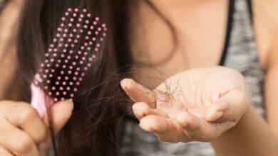 أسباب تساقط الشعر أثناء الرضاعة