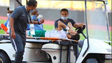 إسلام أبو سليمة يغادر مباراة بيراميدز مصابا