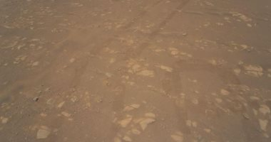 صورة ملونة لسطح المريخ