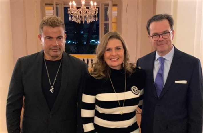 يسرا وعمرو دياب مع السفير الفرنسي