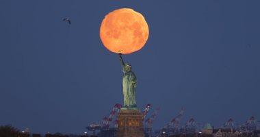 القمر الدموى