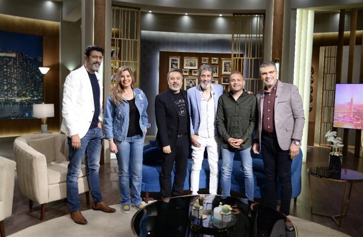 صناع المسلسل مع عمرو الليثي