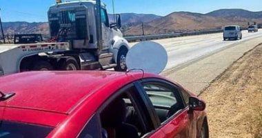 توقيف شخص يقود سيارة مثبت عليها طبق صناعى