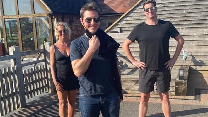 توم كروز مع العائلة البريطانية