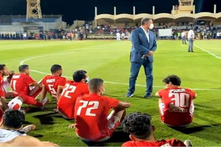 محمود الخطيب مع لاعبي الأهلي