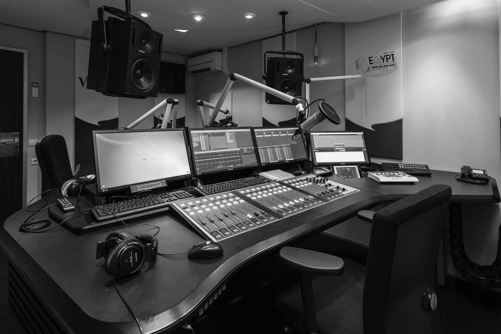 استوديو راديو مصر على الهوا