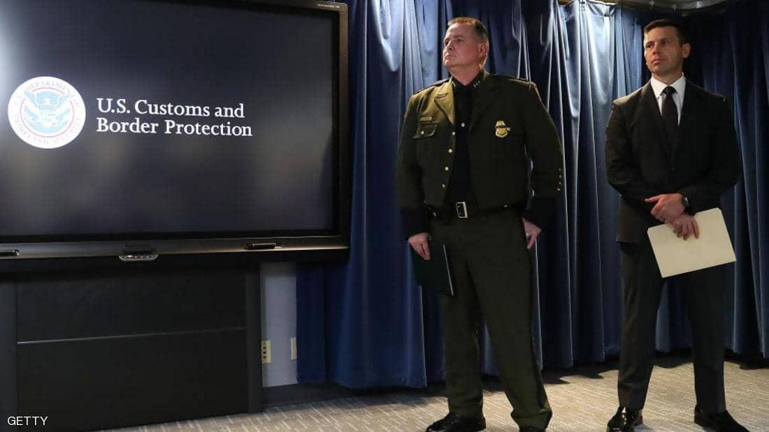 """""""هاكرز"""" يستهدفون صور مسافرين عبر الحدود الأميركية"""